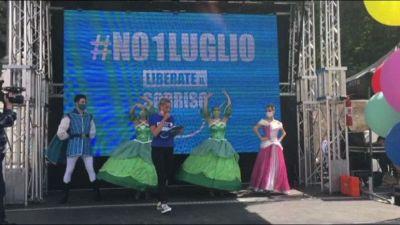 """Lavoratori parchi a tema in piazza: """"No riapertura il 1 luglio"""""""
