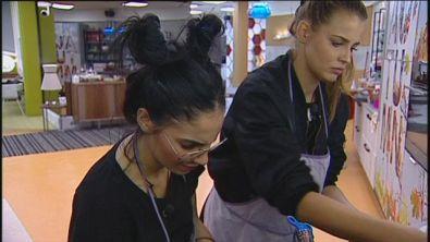 Giulia e Ivana in cucina