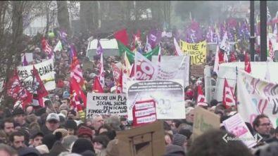 Francia, paralisi a oltranza