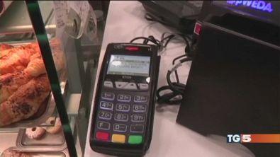 Il caffè al bar con la carta di credito