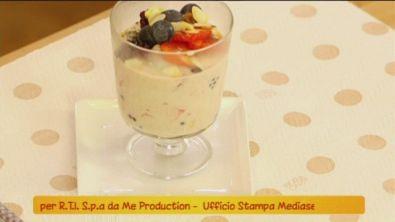 Mousse di yogurt ai frutti di bosco
