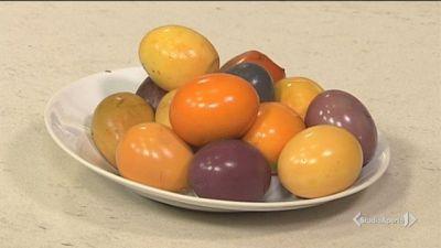 Uova sode colorate