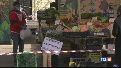 Pareri contrastanti sui mercati rionali all'aperto