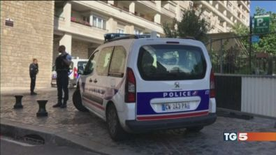 Attacco a Parigi, gravi tre militari