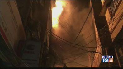 Bangladesh: oltre 70 le vittime del fuoco