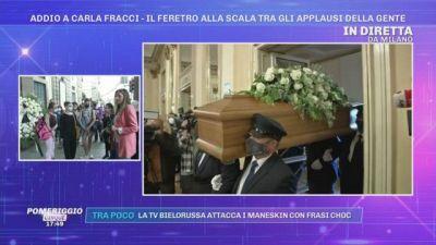 Addio a Carla Fracci - Il feretro alla scala tra gli applausi della gente