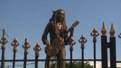 A Kingston in pellegrinaggio alla casa museo di Bob Marley