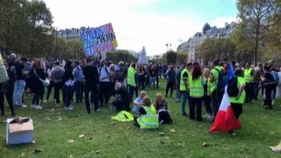 Nuova protesta anti Green Pass a Parigi dei Gilet gialli