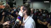L'arrivo di Tamberi a Fiumicino: abbracci e emozioni davanti al microfono
