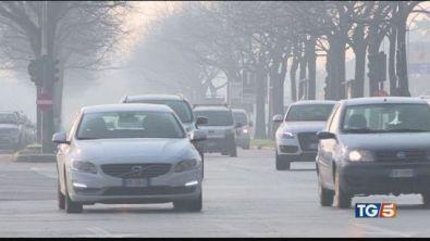 Allarme polveri sottili, stop auto inquinanti