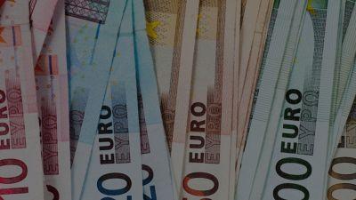 Stangata autunnale in arrivo: 1500 euro tra benzina, bollette e scuola