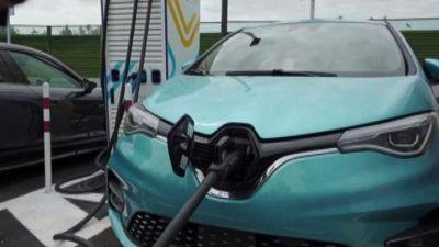 Modena, inaugurata prima stazione di ricarica per auto elettriche