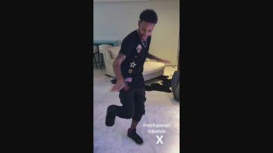 Neymar balla con il tutore: è polemica