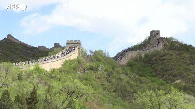 Cina, migliaia di persone in visita alla Grande Muraglia