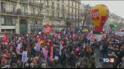 Proteste e blackout. La Francia bloccata