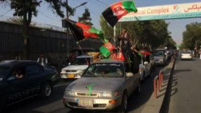 Manifestanti celebrano il giorno dell'indipendenza afghana