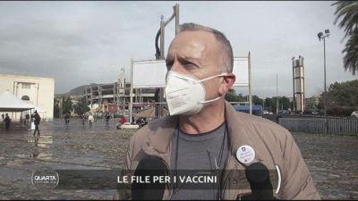 Le file per i vaccini