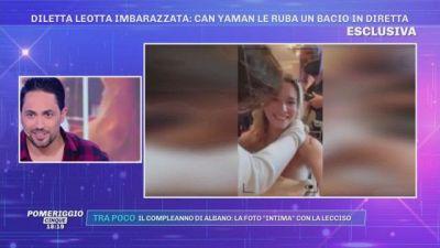 Can Yaman ruba un bacio a Diletta Leotta