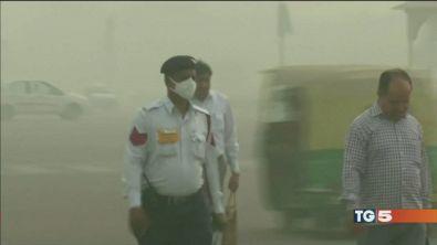 New Delhi soffoca in una trappola di smog
