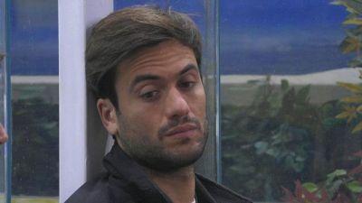 Andrea Zelletta conforta l'amico Pierpaolo Pretelli