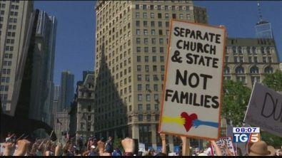 """Usa, marea umana contro la """"tolleranza zero"""""""