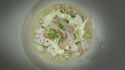 Guazzetto di calamaretti con carciofi e pesto di lattuga