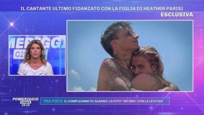 Il cantante Ultimo fidanzato con la figlia di Heather Parisi