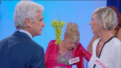 Antonella e Jean Pierre: il gioco dell'uva