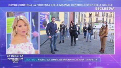 Covid-19, scuole chiuse in Campania. La protesta delle mamme contro De Luca