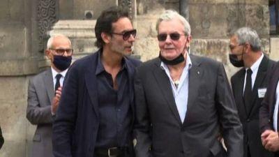 Il cinema francese ai funerali di Belmondo, c'è anche Alain Delon