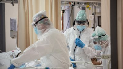 Covid, il freno alle cure anticorpali negli Usa: la situazione in Italia