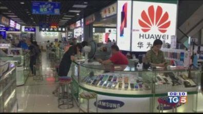 La guerra dei dazi vira sugli smartphone