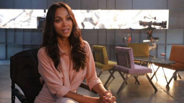 Zoe Saldana detective intrigante per Campari Red Diaries