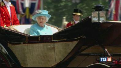 La regina Elisabetta offre posti di lavoro