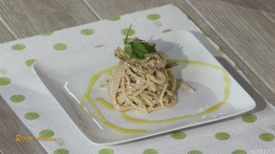 Spaghettoni con bottarga e carciofi