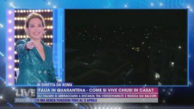 In diretta da Roma : Tutti insieme a cantare l'Inno d'Italia.