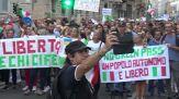 A Milano i 'No Green pass' tornano in corteo per le vie del centro