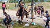 Usa, sul Rio Grande agenti a cavallo colpiscono con le redini i migranti