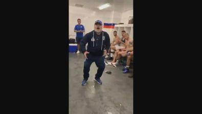Anvedi come balla Diego: Maradona show dopo la prima vittoria
