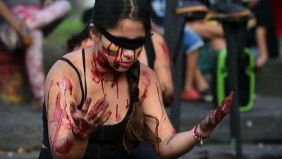 Colombia, fuochi e performance contro governo e abusi polizia
