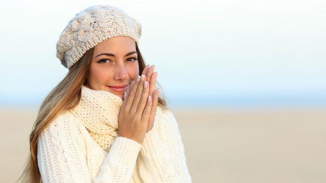 Mani e piedi freddi: 5 rimedi naturali che ti aiutano