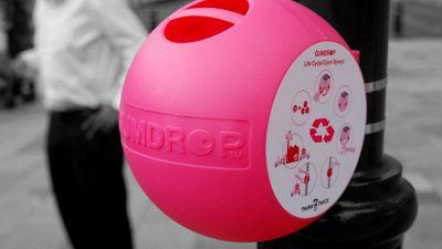 Le pattumiere rosa che riciclano chewing gum