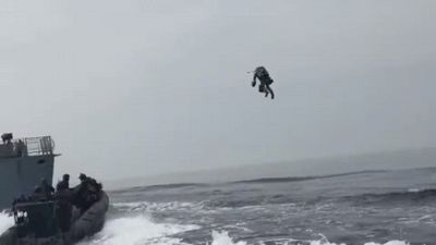 I soldati-jet all'assalto della nave