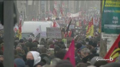La Francia in piazza contro Macron
