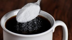 Perché è meglio non mettere lo zucchero nel caffè