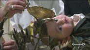 "Stop di Papa Francesco ai battesimi ""creativi"""