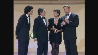 Claudia Cardinale premia Arnold Schwarznegger ai Telegatti del 1992
