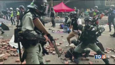Violenze a Hong Kong dure accuse alla Cina