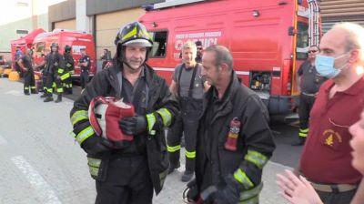 Incendio a Milano, l'emozionante salvataggio dei due gattini