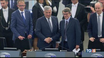 Spread giù con l'ok UE, scontro su autonomie